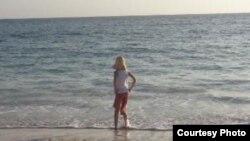 Turista en la playa del hotel Gran Club Santa Lucía (tripadvisor)