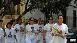 Casi todos los domingos, las Damas de Blanco son detenidas por la policía
