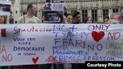 Activistas del grupo mexicano en Bruselas Belgicanos.