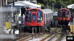 Pasajeros del Metro de Londres sufren quemaduras por una explosión.
