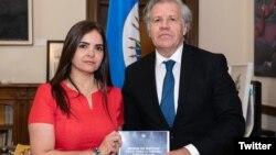 Tamara Sujú, presidenta del Instituto CASLA, y Luis Almagro, secretario general de la OEA