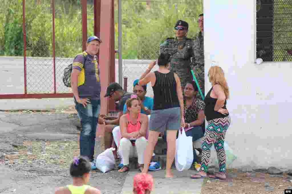 Las autoridades panameñas indican que la atención que están recibiendo los cubanos implica el uso de los recursos previstos por el Estado para atender emergencias.