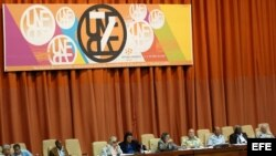 Foto de archivo de abril de 2008, en la que se observa una vista general de la presidencia del VII Congreso de la Unión Nacional de Escritores y artistas de Cuba (UNEAC).