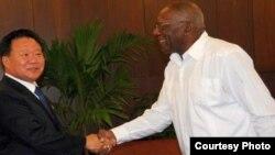 El vicepresidente del Comité Central del Partido de los Trabajadores de Corea del Norte, Choe Ryong-hae, se reúne en La Habana con el primer vicepresidente de Cuba, Salvador Valdés Mesa.
