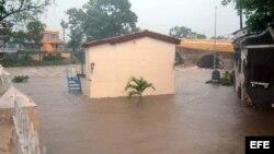 Fotografía de una calle inundada en Sancti Spíritus tras las fuertes lluvias que dejó Alberto en Cuba.