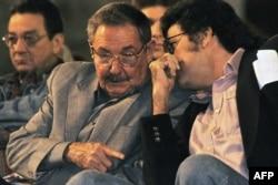 Raúl Castro y Abel Prieto.