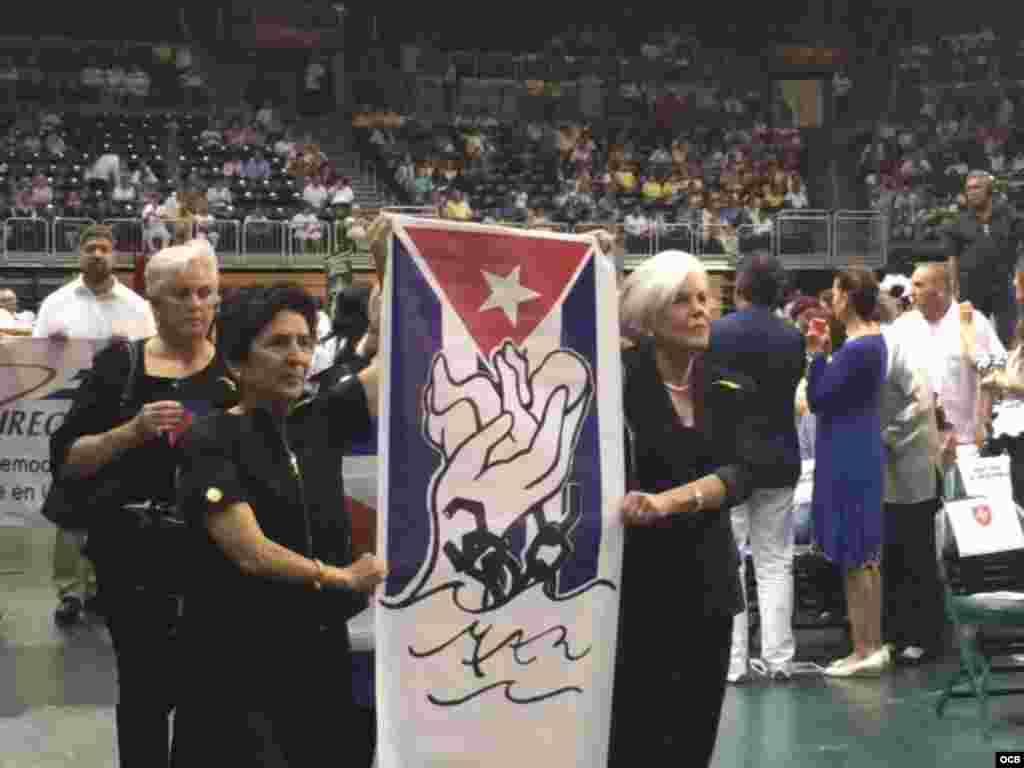 Grupos del exilio cubano, como MAR por Cuba, estuvieron en la fiesta de la Virgen de la Caridad del Cobre. Foto cortesía de José Luis Ramos.