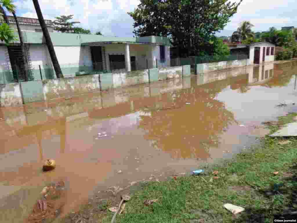 Los conductores y peatones critican la situación de las calles 474, 482 y 480 entre 5ta Avenida y 5ta A, de Guanabo