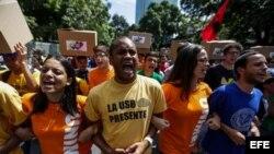 Opositores venezolanos piden resultados concretos en diálogos con el gobierno de Maduro