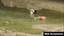 Aguas albañales que desembocan en la playa de Guanabo, una de las más concurridas por los habaneros en el verano.