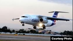 Un Antonov-158 de Cubana aterriza en La Habana.