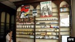 Estante de una farmacia en Cuba.