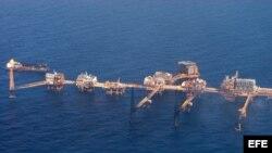 Imagen de archivo de una plataforma petrolera