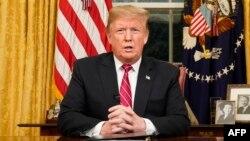 El Presidente Trump durante un discurso en la Oficina Oval. Foto Archivo.