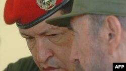 El fallecido presidente de Venezuela Hugo Chávez y el dictador Fidel Castro