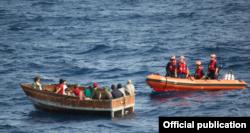 Cubanos interceptados por la Guardia Costera cerca de Cayo Hueso, el 30 de diciembre de 2014.