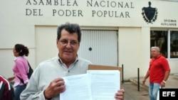 ARCHIVO. Payá tras la entrega de dos proyectos de ley en la Asamblea Nacional.