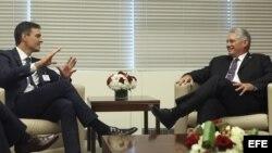 Pedro Sánchez se reúne con Díaz-Canel.