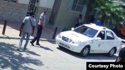 Vigilancia policial en La Habana.(Twitter/@bertasoler)