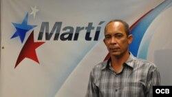 Darsi Ferrer en los estudios de Radio Martí/ martinoticias.com