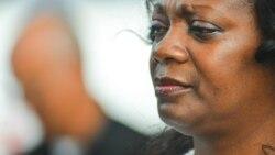 Hostigan las autoridades del Aeropuerto de La Habana a Berta Soler