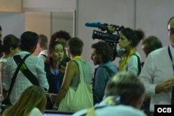 """La """"sociedad civil"""" de Cuba en el Centro de Prensa del """"Foro sociedad civil""""."""