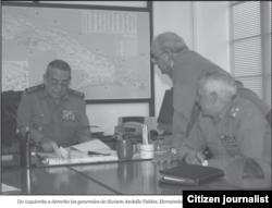 Los generales de división cubanos Leonardo Andollo y Ermio Hernández (1ro y 2do desde la izq) pasan gran parte de su tiempo en Venezuela (Luis Domínguez)