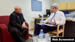 John Kerry se reunió con el cardenal Ortega en la sede diplomática estadounidense.