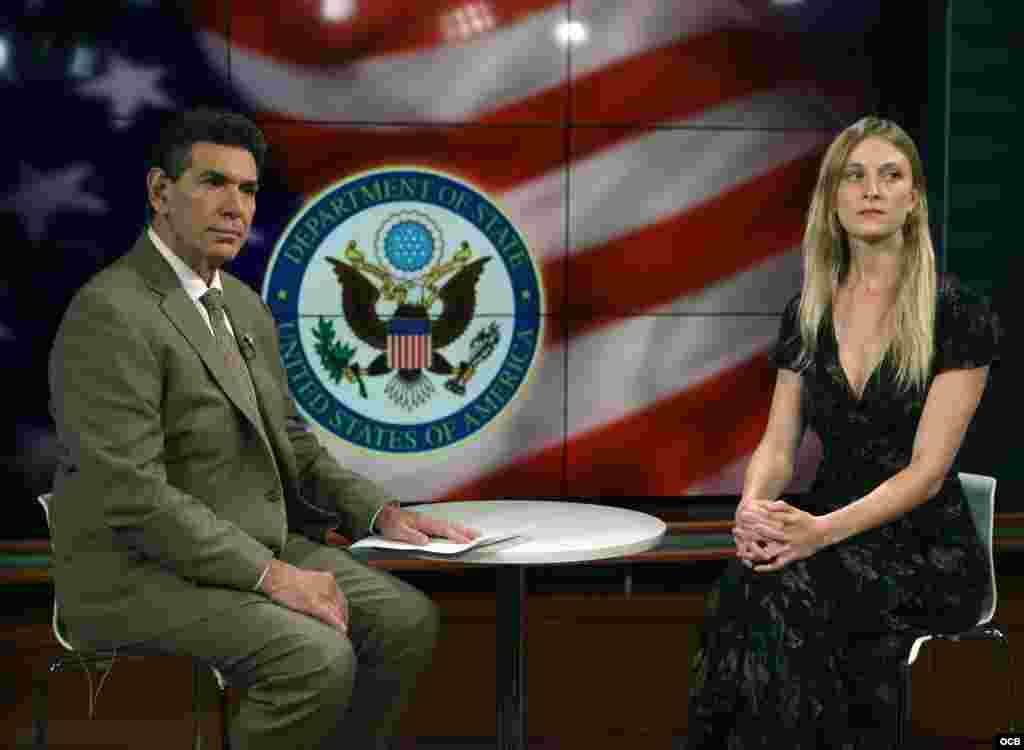 Carrie Filipetti, Subsecretaria Adjunta del Departamento de Estado para Cuba y Venezuela, es entrevistada por el director de Noticias, Jorge Jáuregui, en los estudios de Radio Televisión Martí.