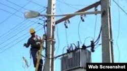 Cuba empresa eléctrica realiza reparaciones