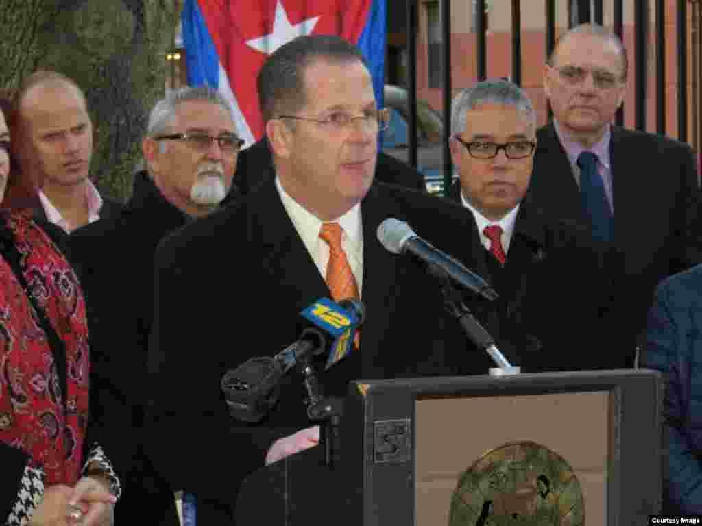 Mitin de exiliados cubanos en Union City, New Jersey. (Foto: Chuck Forcucci)