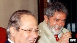 Archivo. El ex presidente Luiz Inacio Lula da Silva (d), junto al ex Ministro Jefe de la Casa Civil, Jose Dirceu (i).