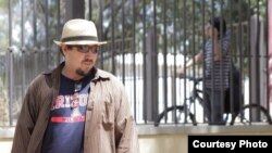 """Director cubano """"Wichy"""" García Fuentes. Acaba de rodar una película sobre los narcos y la música en México."""