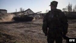 Llegada de tanques T-72 del ejército ruso a bordo de trenes de mercancías a la estación de ferrocarril de Gvardeyskoe cerca de Simferópol, Crimea, Ucrania.