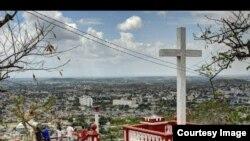 Vista de la ciudad de Holguín desde La Loma de la Cruz.