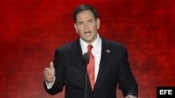 """El senador estadounidense de la Florida Marco Rubio presenta a Mitt Romney en la Convención Nacional Republicana en Tampa. el apoyo de los votantes para """"restaurar la promesa de EE.UU."""", según los extractos de su discurso en el que asegura que las promes"""