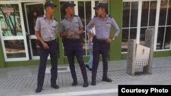 Cubanos denuncian excesiva presencia policial en las calles este fin de año.