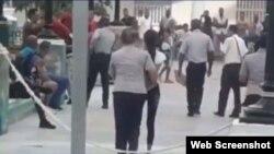 Los adolescentes fueron esposados y golpeados durante la detención, según denunció uno de ellos.