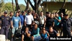 Grupo de inmigrantes cubanos retenidos en Honduras el 2 de febrero.