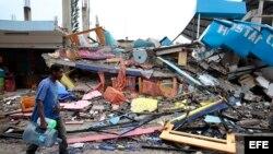 Pedernales, destrucción a causa del sismo de 7.8 grados en la escala de Richter registrado el sábado en la costa norte de Ecuador.