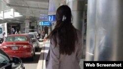 Rosa María Payá en el Aeropuerto Internacional de Miami, antes de abordar el avión con destino a Cuba. (Facebook)