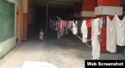 Parte del inmueble de la calle Inquisidor 405 ocupado por las familias sin viviendas. (Video/CubaNet)