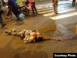 Cadáver de un manifestante asesinado en el sector caraqueño de Chacao el 12-F.