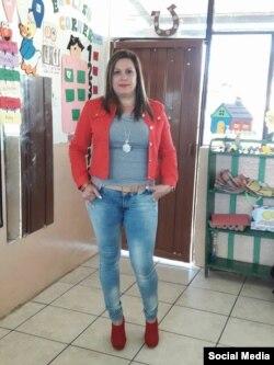 La sicóloga Yudelkis Benítez en la escuela 3 de diciembre de Checa, Ecuador, donde trabajaba antes de ser asesinada con sus dos hijas.