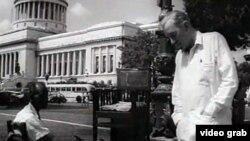 Fotograma del filme Nuestro hombre en La Habana, rodado en Cuba en 1959.