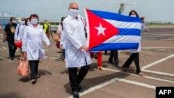 Médicos cubanos en en Martinica.