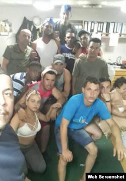 Los 11 cubanos, incluida una bebé que escaparon de las autoridades en Islas Caimán.