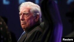 """El Premio Nobel de Literatura, Mario Vargas Llosa, en la presentación de su libro """"Tiempos Recios"""", en Madrid. (REUTERS/Sergio Perez)"""