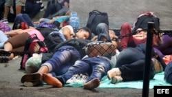 Cientos de migrantes cubanos se encuentran varados en el puesto fronterizo de Peñas Blancas.