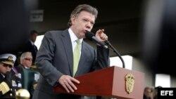 El presidente de Colombia, Juan Manuel Santos, pronuncia un discurso durante la ceremonia de posesión de los nuevos comandantes de las Fuerzas Militares hoy, viernes 21 de febrero de 2014, en Bogotá.
